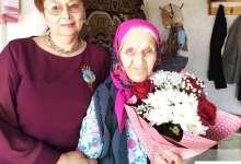 Карталинские медики поздравили труженицу тыла с Днем Победы