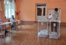 В начале дня на избирательных участках больше пенсионеров